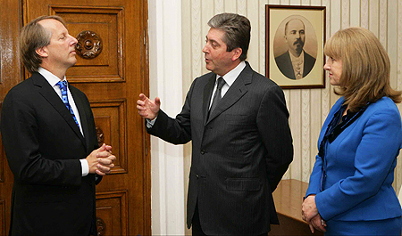 ICANN's Rod Beckstrom, left, met with President of Bulgaria Georgi Parvanov and First Lady Zorka Parvanova. Photo courtesy of the President of Bulgaria's office, used under a Creative Commons license.