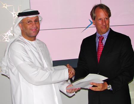 H.E. Mohamed Al Ghanim, Telecommunications Regulatory Authority Director General, and Rod Beckstrom (right), CEO and President of ICANN, exchange letters of mutual support between the United Arab Emirates and ICANN.